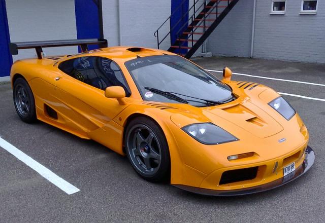 McLaren F1 - $2 400 000. Спорткар разгоняется до 362 км/ч.