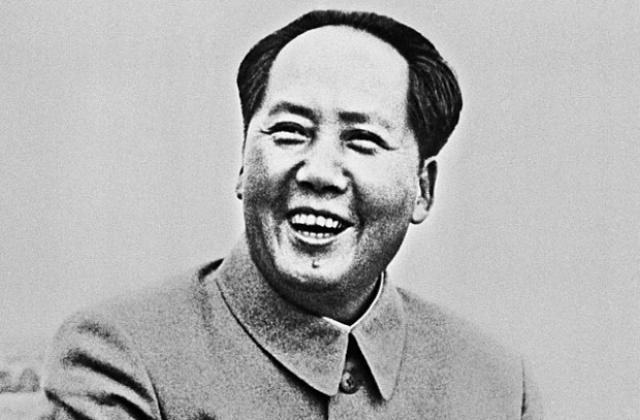 """Председатель Мао Цзэдун решил, что пришло время для """"Большого скачка"""" вдогонку за экономически развитыми странами Запада и запустил кампанию по модернизации промышленности и сельского хозяйства."""
