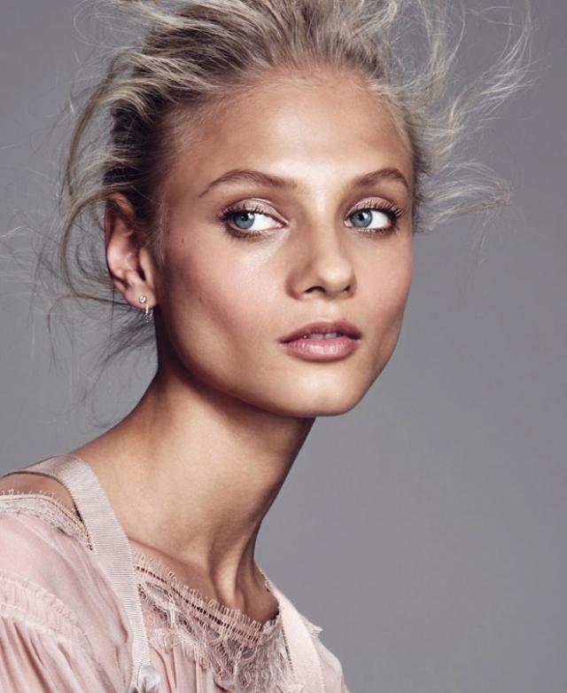 С 2008 по 2011 год Анна появлялась на обложках Vogue, Tatler, i-D и V. Многие фотографы любят ее за утонченность, эмоциональность и умение перевоплощаться.