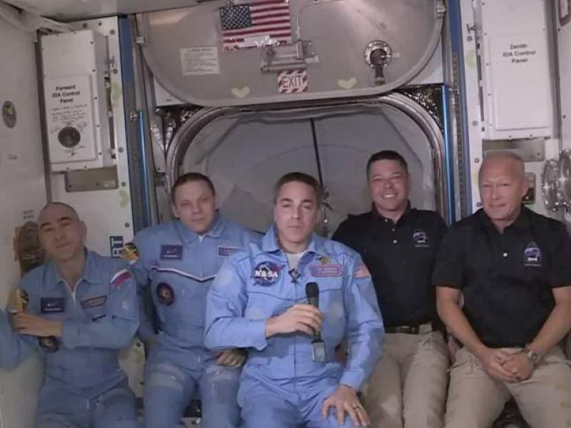 Астронавт NASA при стыковке Crew Dragon с МКС получил травму
