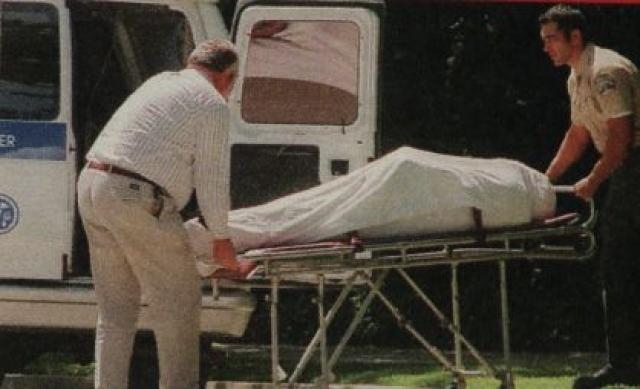 28 мая 1998 года, примерно в 3 часа утра жена приблизилась к нему, пока он спал, и выстрелила трижды из пистолета, который он сам же ей и подарил. Смерть была практически мгновенной.