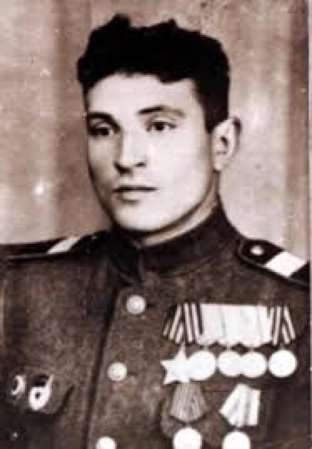 Прототипом памятника стал советский солдат, уроженец села Вознесенки Тисульского района Кемеровской области, Николай Масалов , спасший немецкую девочку во время штурма Берлина в апреле 1945 года.