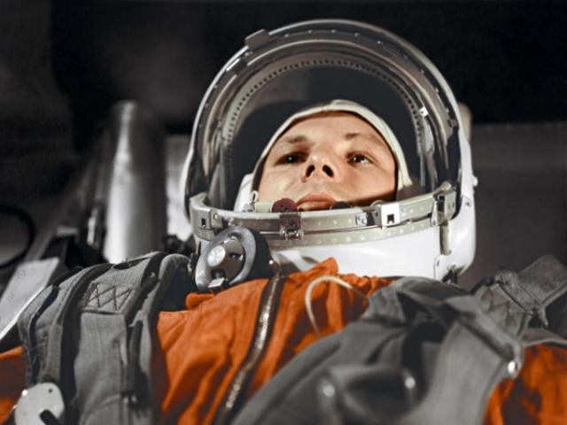 Дело в том, что до Гагарина никто не имел четкого представления о том, как будет выглядеть прохождение космическим кораблем плотных слоев атмосферы при спуске.