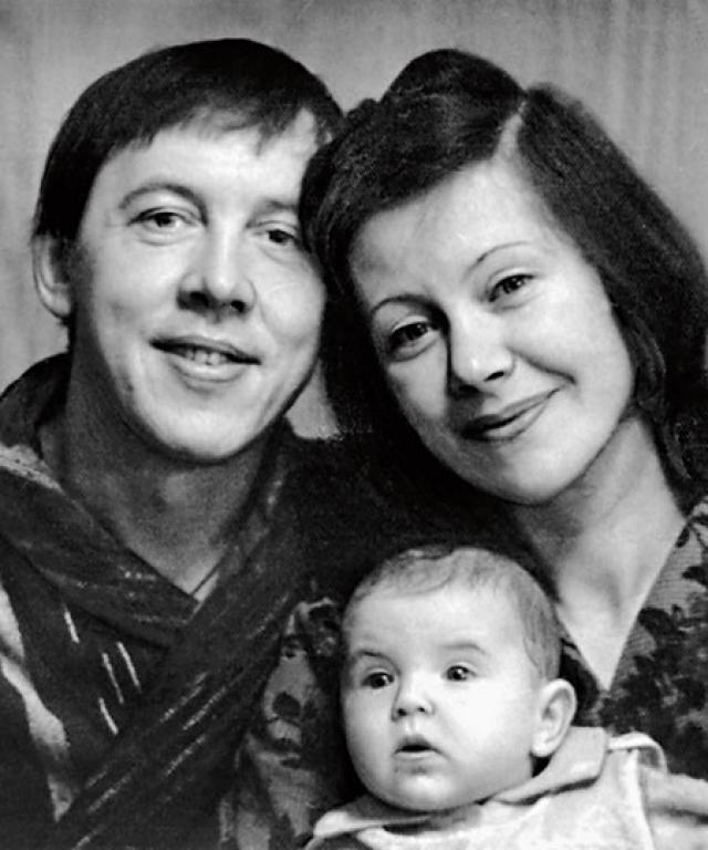 После развода с ней Валерий Сергеевич женился на переводчице Тамаре, с которой прожил в счастливом браке пару десятков лет.