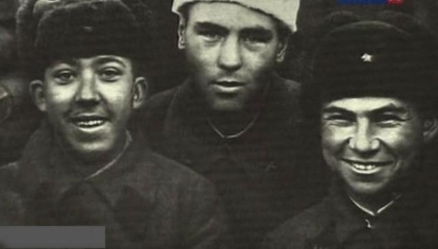 В общей сложности Никулин прослужил 7 лет, которые провел в жесточайших боях за Ленинград и Прибалтику.