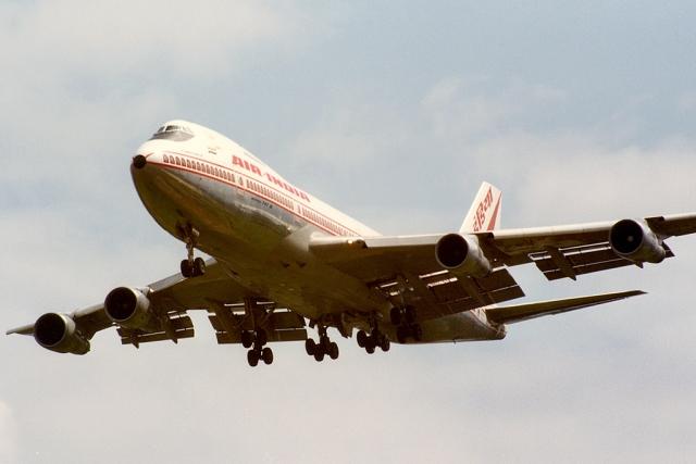 Этот двигатель был снят с другого самолета Air-India, когда 8 июня он отказал при взлете, в связи с чем пилоты тогда были вынуждены вернуться обратно. В аэропорту на том самолете отказавший двигатель заменили на новый, предоставленный авиакомпанией Air Canada.