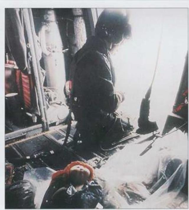 В июне 1984 года премьер-министр Индии Индира Ганди санкционировала захват индийской армией Золотого храма в Амиртсаре. Сражение в Амиртсаре вызвало протесты сикхов по всему миру. Осенью Ганди была застрелена ее собственным телохранителем.