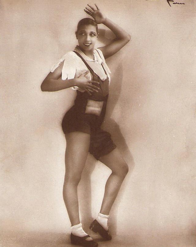 К 16 годам, дважды побывав замужем, девушка стала постоянной артисткой водевилей. В Америке Бейкер не любили из-за цвета ее кожи, а вот в Европе к ней пришла слава, во время парижских гастролей Revue Negre в 1925 году.