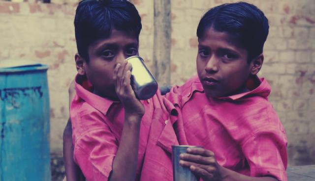 Шиванатх и Шиврам Саху , родились в 2001 году в Индии. Их появление на свет вызвало грандиозный переполох среди односельчан.