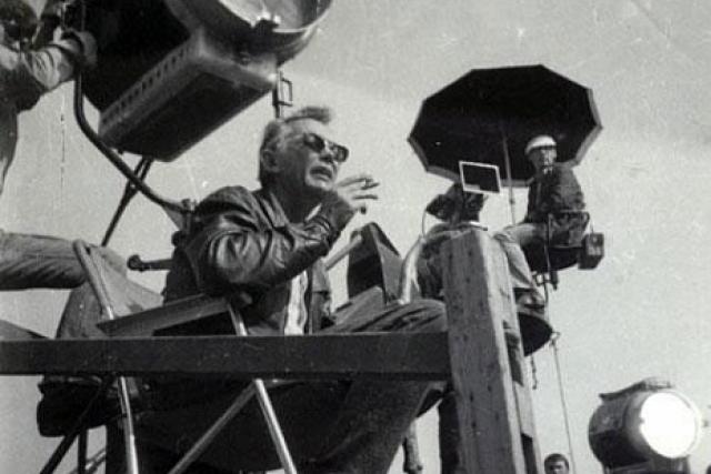 """Там же у Гайдая также должен был сниматься Владимир Высоцкий в роли Остапа Бендера. Но перед началом съемок Высоцкий запил, и Гайдай заявил: """"Высоцкого снимать никогда не буду"""" . И не снимал."""