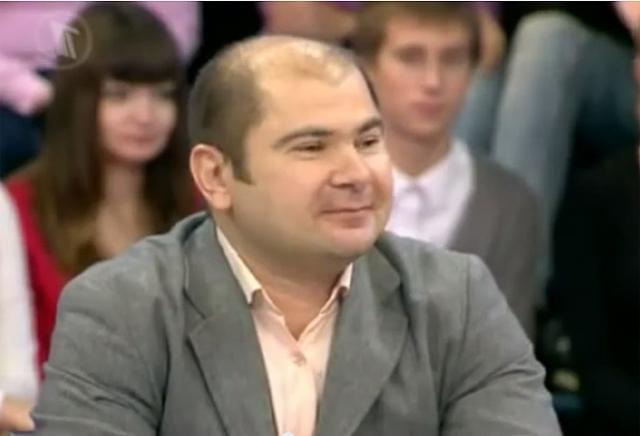 Максим окончил издательско-полиграфический техникум, потом Институт бизнеса и политики. Сейчас работает менеджером.