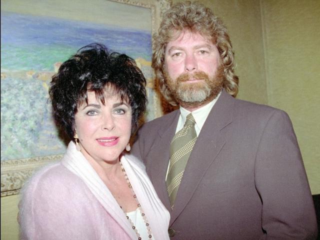 В 1991 году они поженились на ранчо Майкла Джексона Neverland и прожили вместе пять лет. Пять лет спустя, когда Тейлор сломала шейку бедра, Ларри сбежал. В 1996 году они оформили бумаги по разводу.