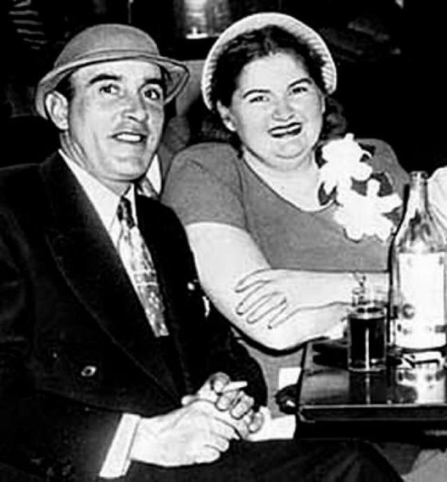 """В основу фильма положены реальные преступления Раймона Мартинеза Фернандеза и Марты Бек, получивших прозвище """"Одинокие сердца"""" и убивавших людей с 1947 по 1949 год. Образ Марты явно преукрасили, реальная преступница весила больше 100 кг."""