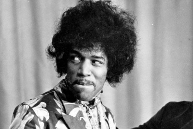 Джими Хендрикс. Хендрикс, который в 2009 году журналом Time был назван величайшим гитаристом всех времен, был обнаружен мертвым в лондонском отеле 18 сентября 1970 года.