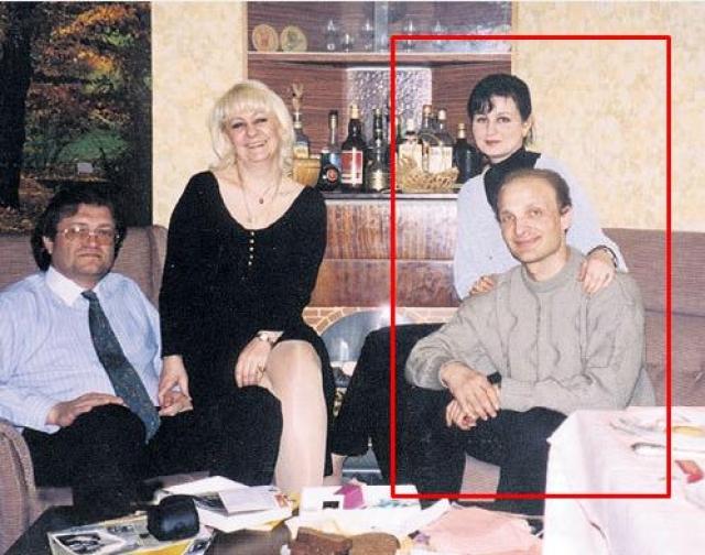 Биография Галины Филипповой достаточно прозаична. Училась в школе хорошо, потом поступила на филфак в МГУ, после окончания учебы вышла замуж за инженера Олега Дубинского, развелась.