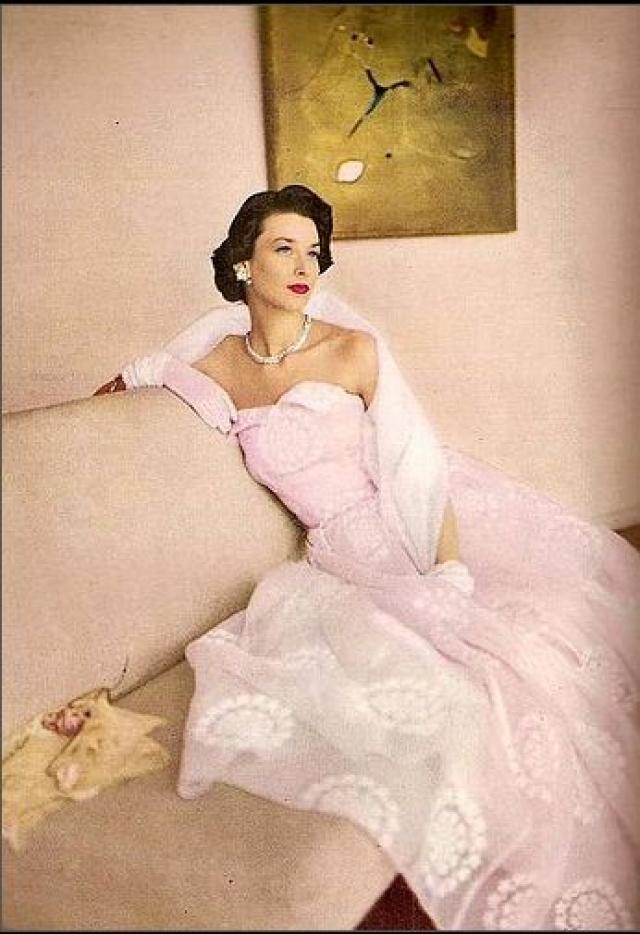 Дориан пришла в модели в 27 лет, имея уже двух детей. И первой же ее модельной работой стала обложка Harper's Bazaar - для кого-то вершина карьеры, а для нее только начало.