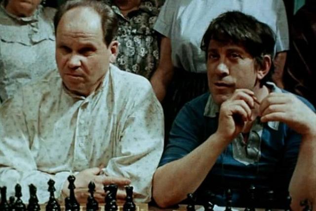 """Стал популярным благодаря незначительным ролям в комедиях Леонида Гайдая. Он сыграл всего в 10 фильмах, и практически всегда в """"немых"""" эпизодах."""