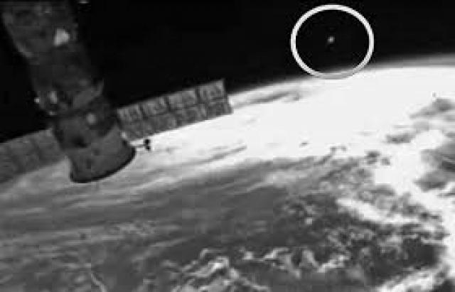 Видеозапись длится две минуты. Космонавт рассказал, что этот объект светился в определенные моменты и двигался спиралью в космосе.
