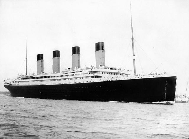 10 апреля 1912 года в порту Саутгемптон собрались, чтобы провести лайнер Титаник, на борту которого 2000 счастливчиков, отправлялись в романтическое морское путешествие по Атлантике.