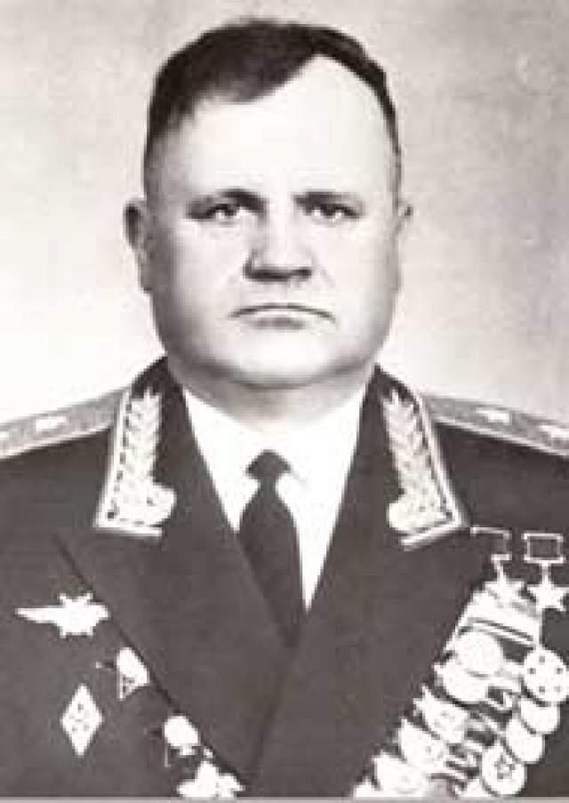 Николай Гулаев. 1918-1985. Дважды Герой Советского Союза. 57 личных побед и 4 в группе.