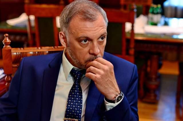 Его голос в некоторой степени также узнаваем на современном телевидении, как когда-то голос Левитана. В 2000 году Чонишвили успешно дебютировал и в литературе.