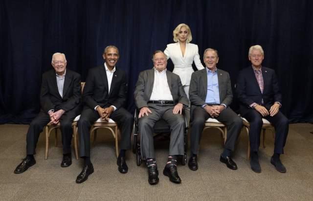 Леди Гага, Джимми Картер, Джордж Буш-старший, Билл Клинтон, Джордж Буш-младший и Барак Обама. В 2017 году все пятеро ныне живущих экс-президентов США побывали в Техасском университете A&M в городе Колледж-Стейшен на благотворительном концерте в помощь пострадавшим от ураганов.