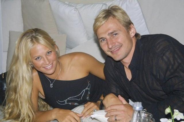 """О браке рассказал сам Федоров в интервью журналу """"Хоккей ньюс"""": """"Это все правда. Мы были женаты, хотя и совсем недолго. Теперь мы разведены, не видимся, не общаемся и вообще не разговариваем"""" ."""
