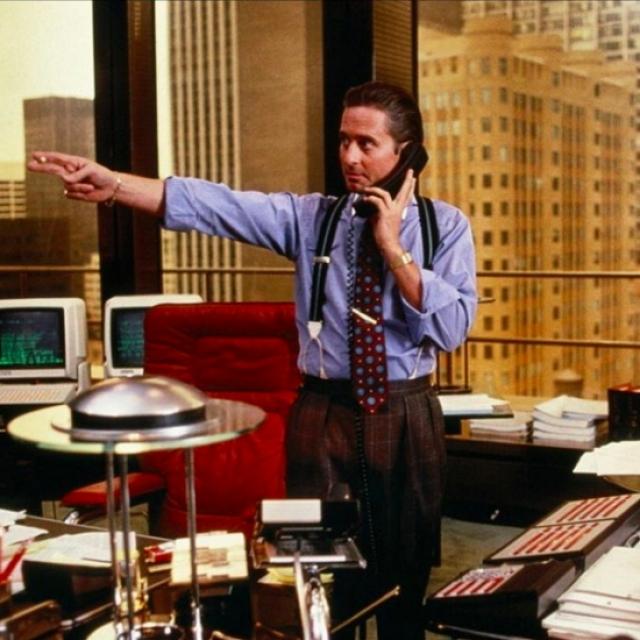 14. Гордон Гекко – $8,5 млрд Непристойно богатый инвестор и корпоративный рейдер из фильма «Уолл-стрит» является не только одним из самых богатых вымышленных персонажей, но и также неоднократно входил в рейтинги лучших злодеев всех времен. Именно он сделал