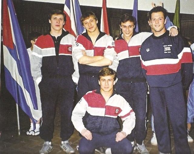 """Любопытно, что в 1990 году Джейсон принял участие в турнире """"Весенние Ласточки"""" в Москве. Тогда неизвестный прыгун из сборной Великобритании на параде открытия соревнований попросил сфоткаться на память с командой СССР по прыжками в воду."""