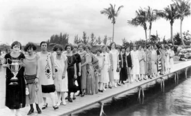 Мисс боб-каре - 1925 год. В 1925 году во Флориде короткая стрижка боб-каре стала настолько популярной, что власти города решили устроить конкурс красоты на эту тему.