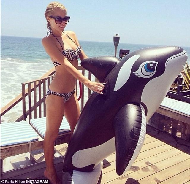 Ее собственный рекорд - $1,5 млн всего за 20 минут, в течение которых она просто постояла в толпе на побережье в Австралии.