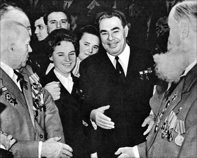 """В Москве на XIX съезде партии на статного Брежнева обратил внимание Сталин. В то время он занимал пост руководителя ЦК КП(б) Молдавии. Очевидцы вспоминали, что вождь сказал о Брежневе: """"Какой красивый молдаванин!"""""""