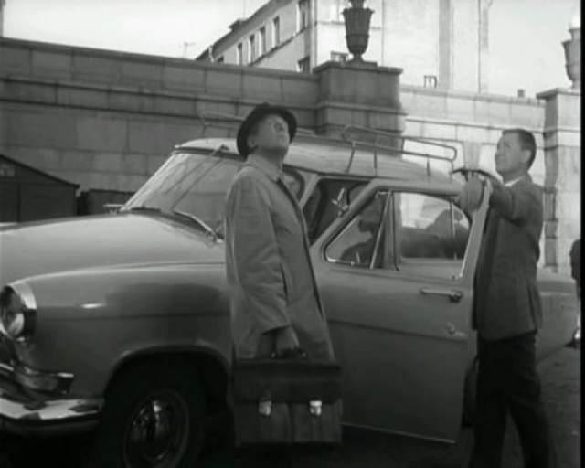 """ГАЗ-21 Автомобиль из фильма """"Берегись автомобиля"""" Перед съемками актер Иннокентий Смоктуновский специально сдавал на права, а потом на протяжении многих лет съездил только на """"Волге"""", считая ее самой надежной машиной."""