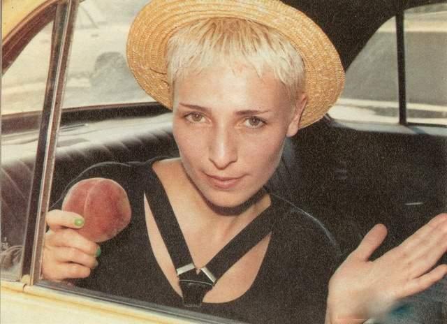 """Жанна Агузарова, 56 лет. Дело было в 1984 году. После концерта уже известной группы """"Браво"""" в ДК Мосэнерготехпрома всех музыкантов повязали и доставили в милицию. Оказалось, что у солистки фальшивый паспорт, что послужило поводом для ареста и помещения в тюрьму. В те годы наша """"марсианка"""" выдавала себя за """"дочь датского дипломата"""" Иванну Андерс."""