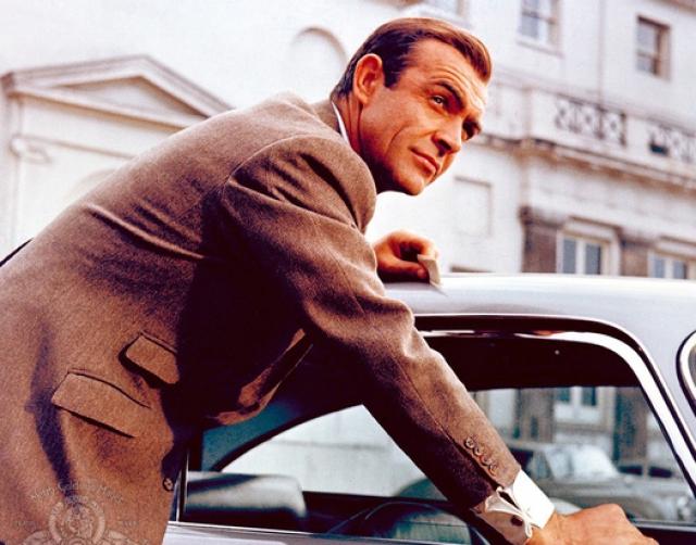 """Успех первых двух фильмов вдохновляет создателей на съемки третьей серии эпопеи. В 1964 году на экраны выходит """"Голдфингер"""" (Goldfinger), в котором Бонда вновь сыграл Шон Коннери."""
