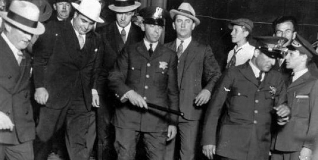 В результате практически все прежнее богатство Капоне, оценивавшееся полицейскими экспертами в $100,000,000, все же осталось на руках его семьи.