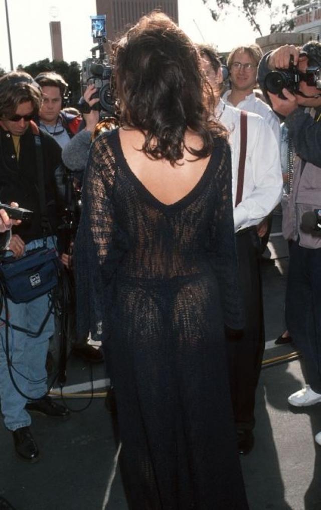 """Наряд Селин Дион на премии """"Грэмми"""" в 1993 году """"светился"""" не так ярко, но от певицы такого явно никто не ожидал."""
