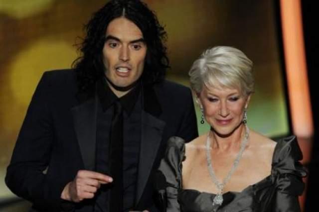 """Вручение """"Оскаров"""" в 2011 году отличилось ругательствами со сцены в исполнении Хелен Миррен . Жертвой ее гнева стал экс-супруг Кэти Перри Рассел Брэнд, """"глупые шутки"""" которого достали актрису. Во время своей речи Хелен назвала актера идиотом."""