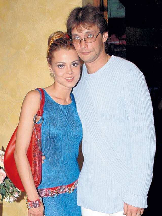 Наталья Громушкина - Александр Домогаров Первой женой актера была Наталья Громушкина, именно она первая ощутила на себе всю злость актера в гневе.