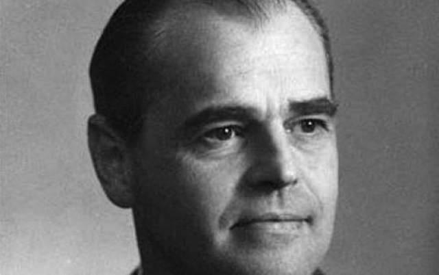Арне Берлинг (1905 - 1986) Арте был шведским профессором математики. В 1940 году математик взломал немецкий код, используемый для военно-стратегических коммуникаций. Это достижение, по мнению многих, является одним из величайших в истории криптографии.
