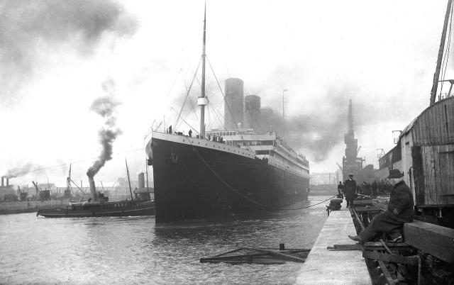 """9 апреля на """"Титаник"""" с заключительной инспекцией поднялась комиссия Министерства торговли Великобритании во главе с Моррисом Кларком. Чиновники осмотрели аварийное снаряжение судна."""