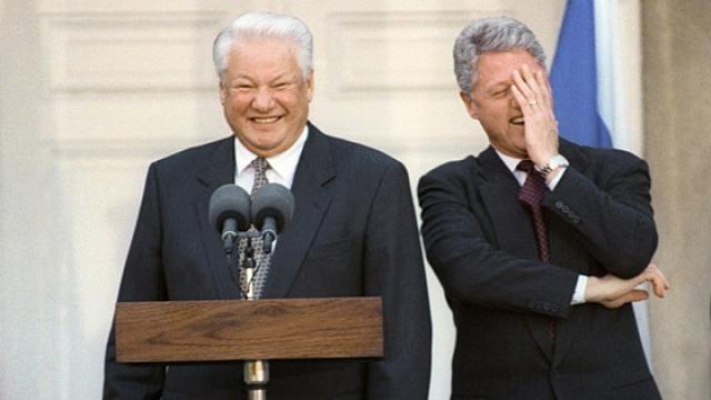 """Борис Ельцин : """"Наша страна стоит на краю пропасти, но благодаря Президенту мы сделаем шаг вперед!"""""""