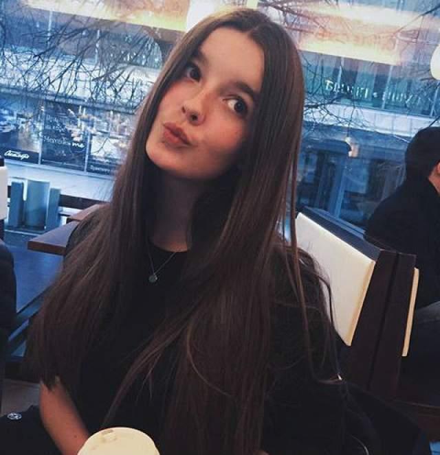 Саша не планирует поступать в театральный вуз, она решила, что будет учиться в МГУ: по настоянию родителей девушка хочет выбрать профессию, далекую от мира актеров. Александра по-прежнему очень любит танцы, но свое будущее видит в сфере экономики.