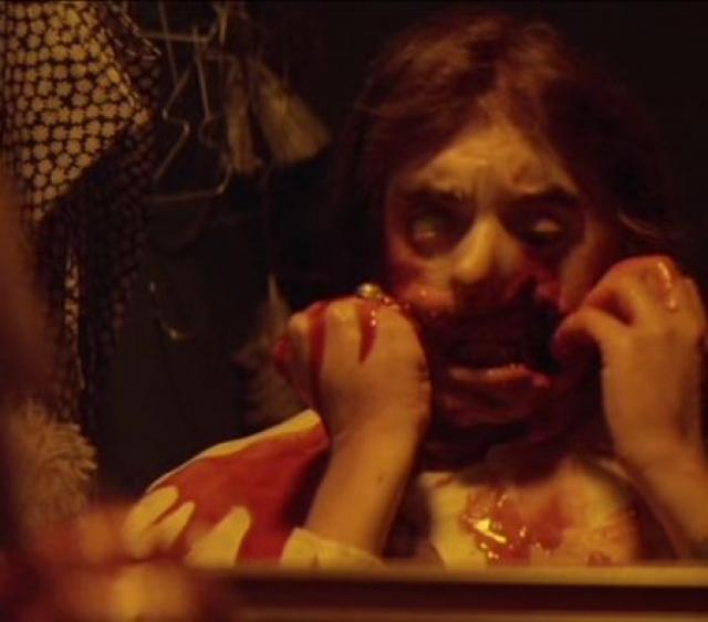 """""""Полтергейст"""" . Сцена, когда герой, посмотрев в зеркало, стал в прямом смысле рвать себе лицо - кусочек за кусочком, пока не дошел до скелета."""