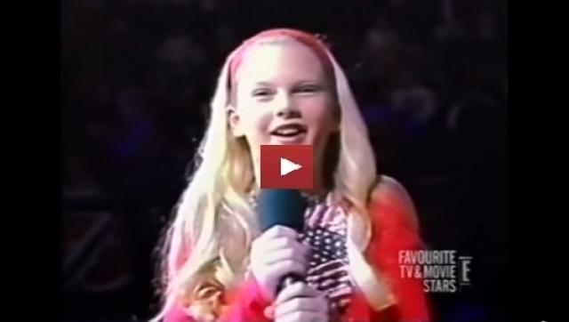 Тейлор Свифт. Кантри-певица выросла в небольшом провинциальном городке Вайомиссинг. Именно там она начала посещать уроки вокала и уже в 10 лет стала настоящей звездой местного масштаба.