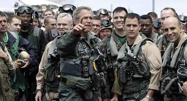 """А еще Буш делился своим счастьем по поводу того, что имел """"возможность пожать руку храброму иракскому гражданину, которую Саддам ему отрезал""""."""
