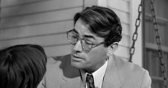 """За полвека съемок в кино Пек снялся более чем в 55 картинах. Получил """"Оскар"""" за кинокартину """"Убить пересмешника"""", в которой он сыграл роль адвоката Аттикуса Финча."""