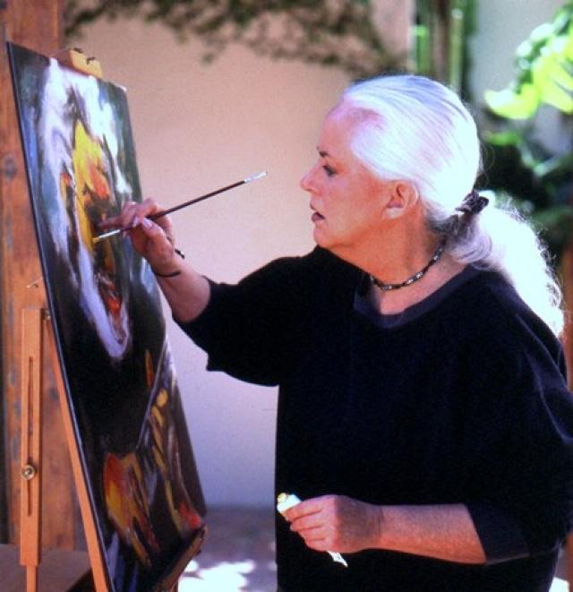 Кроме музыки Грейс занимается живописью, изображая на полотнах своих друзей из рок-н-ролльной жизни.