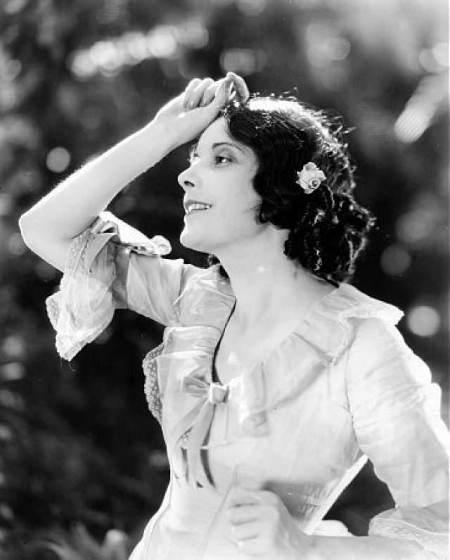"""Альма Рубенс, 1897-1931. Об этой актрисе немого кино практически никто не помнит, хотя она снялась в 60 картинах, в том числе в """"Ренегатах"""", где шла речь о женщине, измученной наркоманией. Картина стала своего рода пророчеством ее судьбы."""