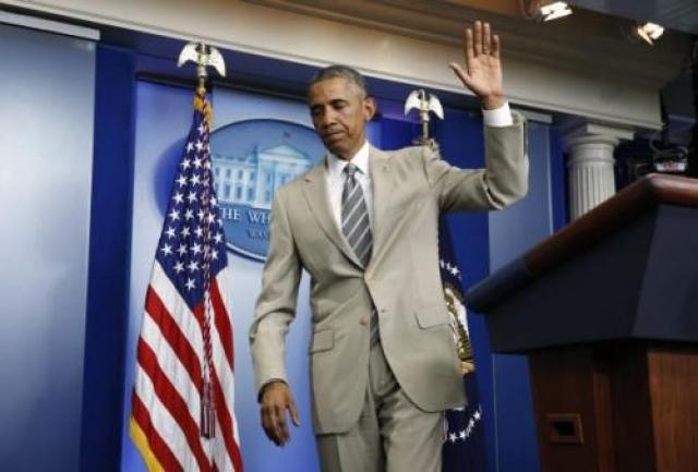 """Серьезная пресс-конференция Барака Обамы оказалась фактически """"сорвана"""" из-за того, что костюм цвета """"дымчатый беж"""" отвлек на себя все внимание и стал суперхитом в англоязычных СМИ и блогах."""